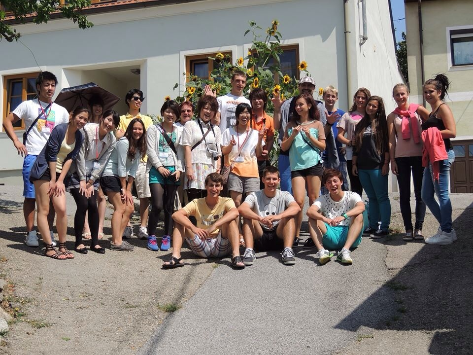 2013年8月に国際ロータリーのプロジェクトでオーストリアのユースキャンプに参加。(中列左から4人目)