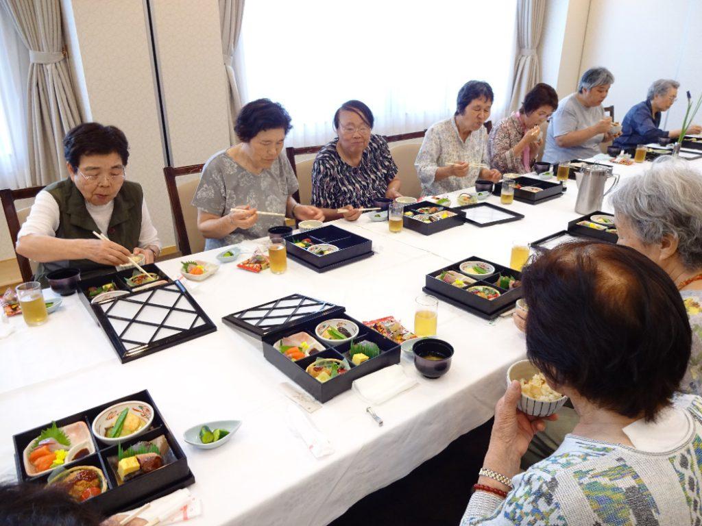 みんなで美味しいお昼をいただきました