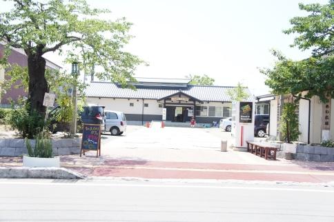 「浮舟ふれあい広場」。土曜と日曜の両日、午前10時から午後2時まで「ひまわりカフェ」を営業しています