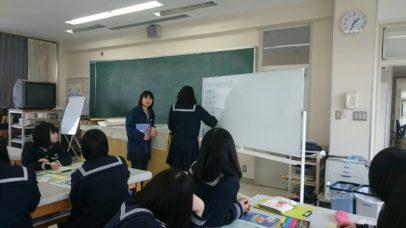 二本松市社協のボランティアコーディネーターが出向く「福祉教育」の様子です